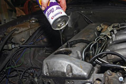 Kopogó, füstölő a motorba regenerálóadalékot, bőven. Hogy az új tulaj mit tesz vele, már nem a mi dolgunk