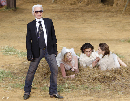 Karl Lagerfeld, Lara Stone, Baptiste Giabiconi és Freja Beha Erichsen