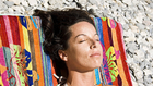 Napozz, ha tudsz: 5 betegség, amin segít a napsütés