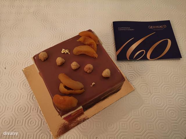 Ha egy hete azt mondják, hogy ilyen tortát én is tudok csinálni, visítva röhögtem volna. Erre most csináltam egy ilyet.