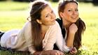 Az Ikrek nő igazi flörtbajnok és későn öregszik
