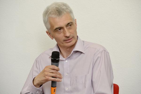Dr. Büki György neurológus, a módszer itthoni alkalmazója