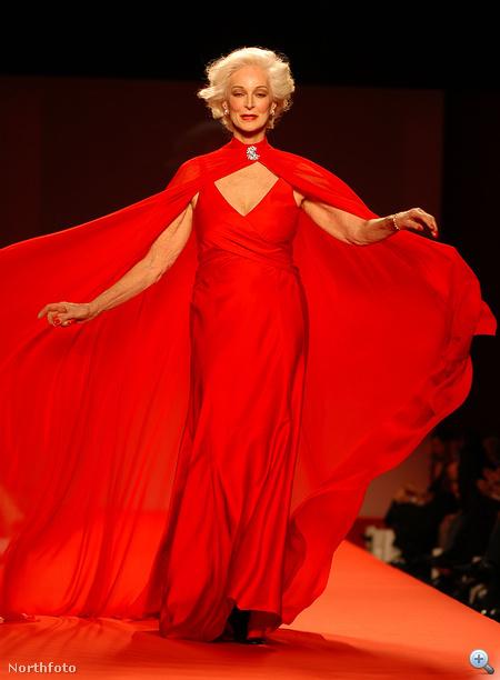 """Orefice a 2005-ös """"Heart Truth"""" című jótékonysági divatbemutatón, melyet a New York-i divathéten tartottak az amerikai Szív- és Érrendszeri Betegségek Intézetének támogatásával."""