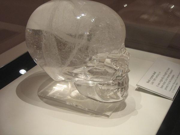 A leghíresebb kristálykoponya az állítólag 1924-ben egy ősi maja város, Lubaantun (a mai Belize  területén) feltárásakor talált darab. Ez a koponya az egyetlen, amely két darabból áll, az összes többi esetében a fogakat csupán rávésték a tömör koponyára.
