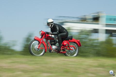 Kellemesen motorozható a Gilera Rossa Super 150