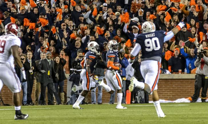 A pillanat, ahogy Davis visszanéz a touchdown előtt, de csak a csapattársait látja, ellenfél nem volt a közelben