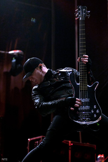 Gareth McGrillen, a Pendulum zenekar basszusgitárosa (Fotó: Marjai János)