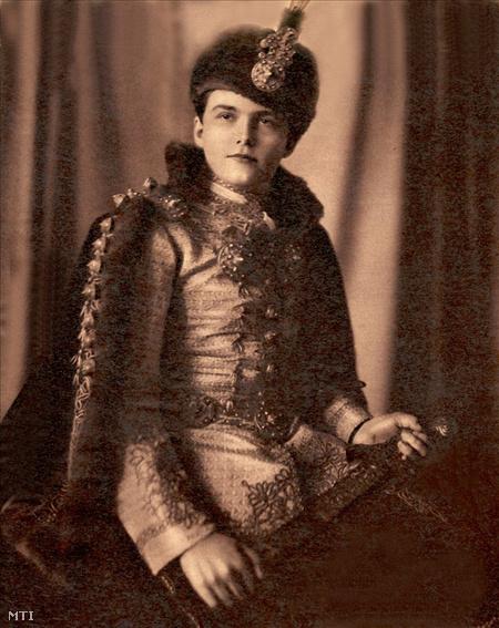 Habsburg Ottó királyfi 1928-ban. (Halmi Béla felvétele)