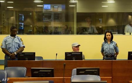 Mladics a hétfő tárgyalás kezdetén (Fotó: Valerie Kuypers)