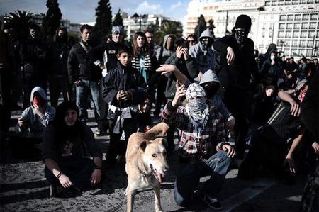 Tüntetők egymás közt