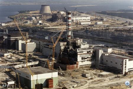 1986. október 1. Folyik a munka a felrobbant reaktornál.