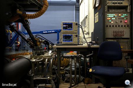 Innen irányítják a szimulátort mozgató hidraulikus karokat