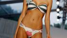 Sokat sejtető trikinik és színes káosz - a legújabb bikinitrend