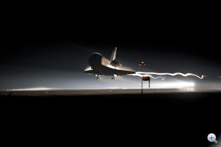 2011. július 21-én, nem sokkal reggel hat előtt sikeresen landolt a Kennedy Űrközpont leszállópályáján az Atlanis. Ezzel véget ért a NASA 30 évvel ezelőtt útjára indított űrsiklóprogramja.
