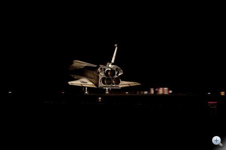 5:57-kor a megérintették a Shuttle Landing Facility 15 betonját a hátsó futóművek.