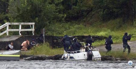 Kommandósok hatolnak be a szigetre, a civilek fedezéket kerestek