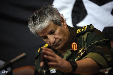 Abdel-Fattah Júnisz tábornok egy márciusi konferencián