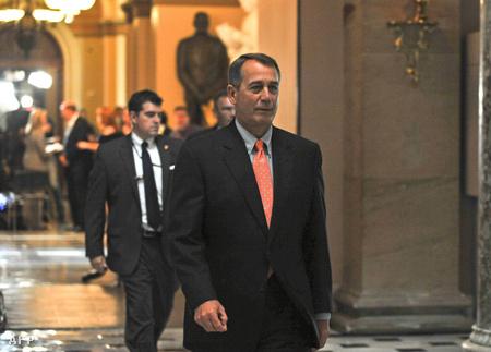 John Boehner a szavazás után az irodája felé tart