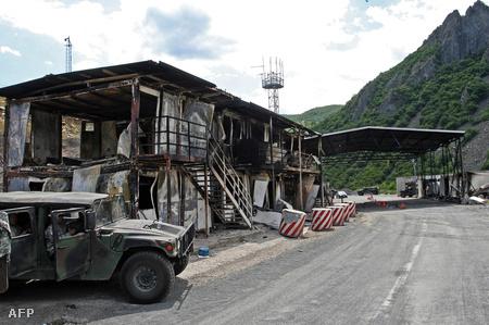 A kiégett koszóvói határátkelő