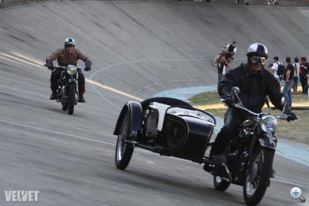 A motorosok a bőrruhákat részesítették előnyben