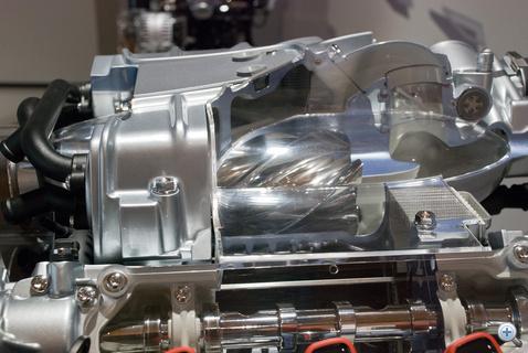 A kompresszoros motor két csavardugattyújának lapátjai között ezredmilliméternyi csupán a légrés