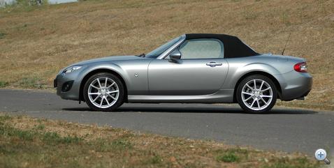 Klasszikus arányok - ebben az öreg MG-kre és Triumphokra emlékeztet a Mazda