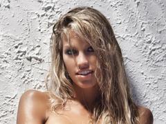 Miss Hungary megmutatta csupasz mellét a Playboynak