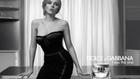 Scarlett Johansson szexi csipkeruhában reklámoz parfümöt