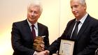 Ken Follett Budapesten vette át a Libri Aranykönyv díját