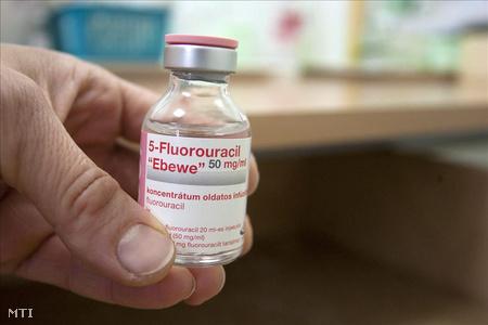 Az 5-fluor-uracil nevű készítmény, amely több kemoterápiás gyógyszer fontos alkotóeleme