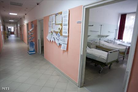 A Zala Megyei Kórház onkológiai osztályának üres folyosója és kórterme