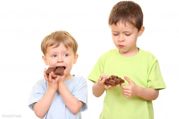 stockfresh 797350 chocolate-kids sizeS