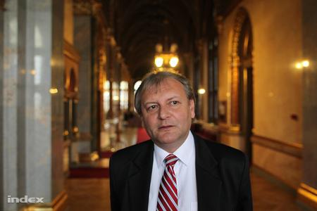 Hiller István