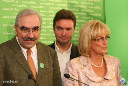 2009. június 7.  Bokros az MDF EP-képviselőjelöltje.