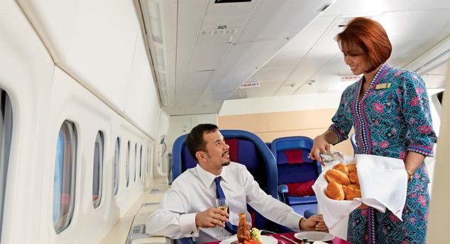 Malaysia Airlines járat boldog utassal