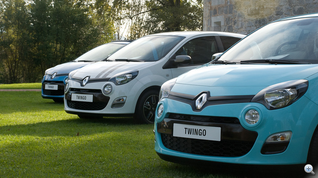Twingo-orrok egymást közt, elől az új bermudakék színben