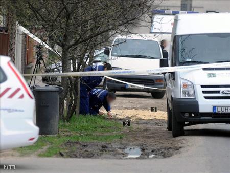 2011. április 1. A nagytarcsai postahivatal előtt két fegyveres, csuklyás megtámadta és elvette a pénzszállítótól a szállítmányt.
