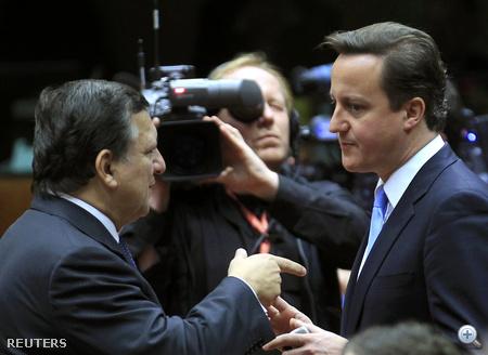 Jose Manuel Barroso, az Európai Bizottság elnöke (balra) és David Cameron brit miniszterelnök.