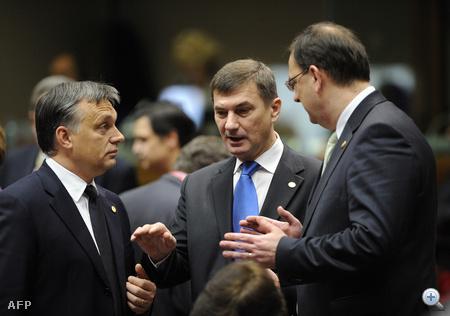 Orbán az észt miniszterelnökkel, Andrus Ansippal egyeztet.