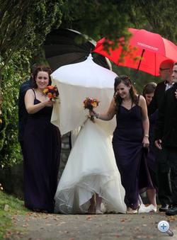 Heidi Withers a világ legbizarrabb menyasszonyi fátyla alatt