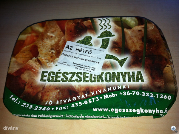 Egészségkonyha hétfő: paradicsomleves zellerrel, a menü része. Az egész menü 620 forintba került.