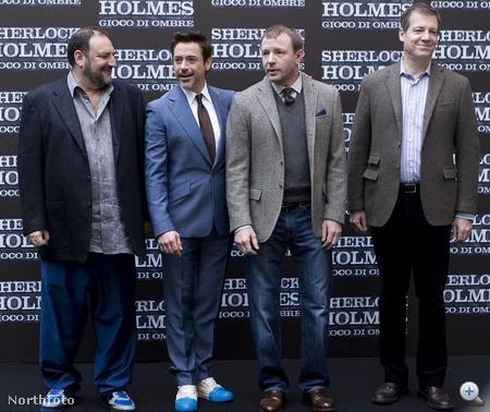A Sherlock Holmes-film készítői balról jobbra: Joel Silver, Robert Downey, Jr, Guy Ritchie, Lionel Wigram