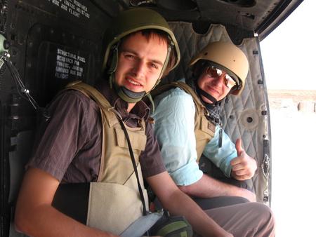 Az index és a Sme újságírója egy UH-1 fedélzetén Kandahárban