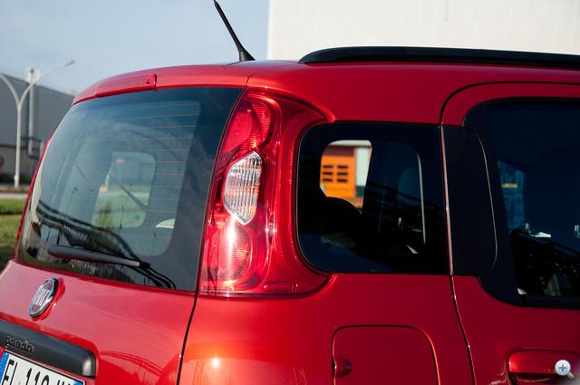 Parkoláskor jól jön a plusz ablak