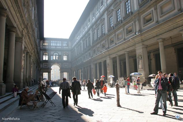 Az Uffizi belső udvara