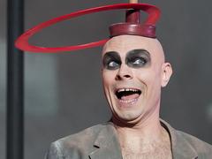 Viseld koronaként: Erotikával hátborzongatnak a svéd cirkuszosok