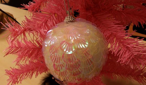 Van ezeknél rondább karácsonyfadísz?