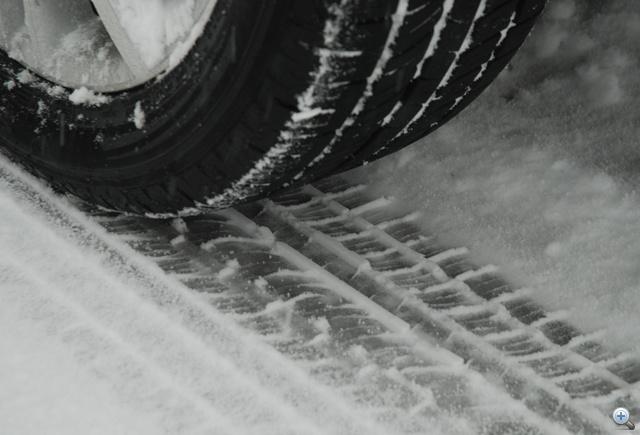 Bizonyos típusú téli abroncsokon 4, másokon 3 milliméter a futófelület kopásának kritikus mértéke. Ez alatt kapaszkodóképességük jelentősen romlik.