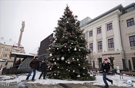 Karácsonyfa a győri Széchenyi téren