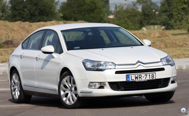 Ugyanazt a platformot használja, mint a Peugeot 508. Illetve fordítva...